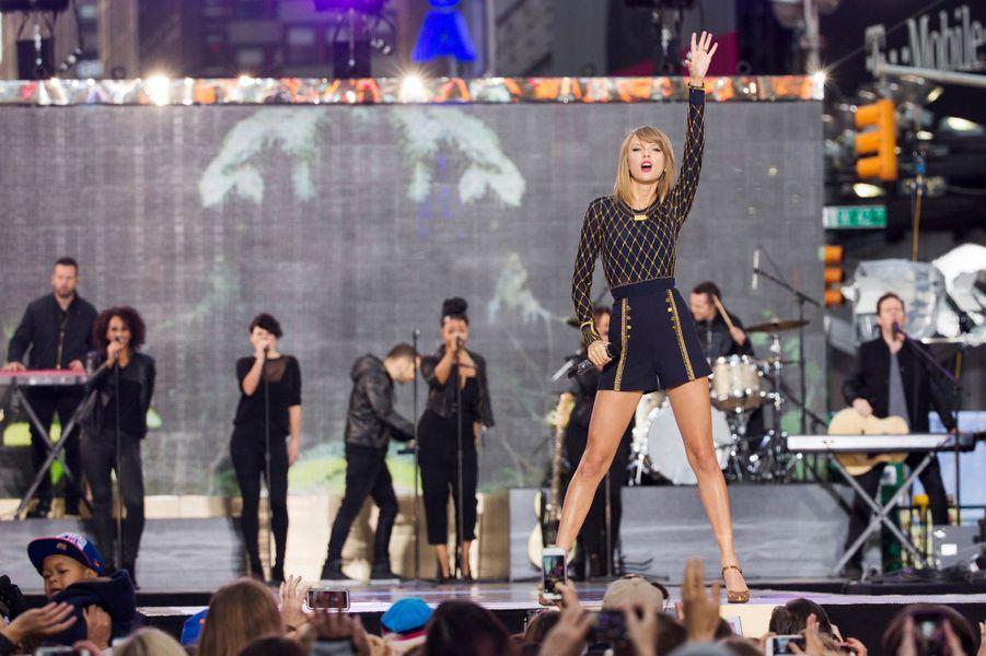 Présentée comme la nouvelle princesse de la pop, l'américaine Taylor Swift pourrait tout aussi bien s'intégrer dans le groupe. Véritable double féminin de Justin Bieber, elle est la chanteuse favorite des plus jeunes, bat tous les records de vente en devançant même Beyoncé et connaît bien les One Direction puisqu'elle aurait fréquenté le chanteur Harry Style.