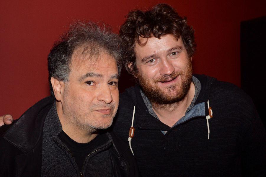 Raphaël Mezrahi et Olivier de Benoist célèbrent les 20 ans de carrière de Bénabar dans le 9e arrondissement de Paris.