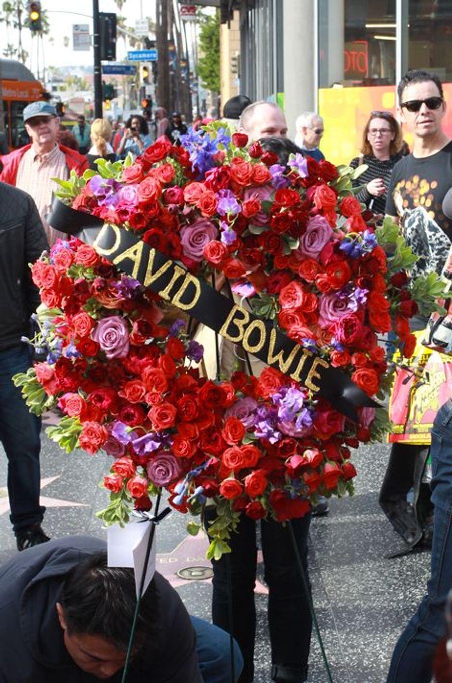 Les fans de David Bowie lui rendent hommage, le 11 janvier 2016