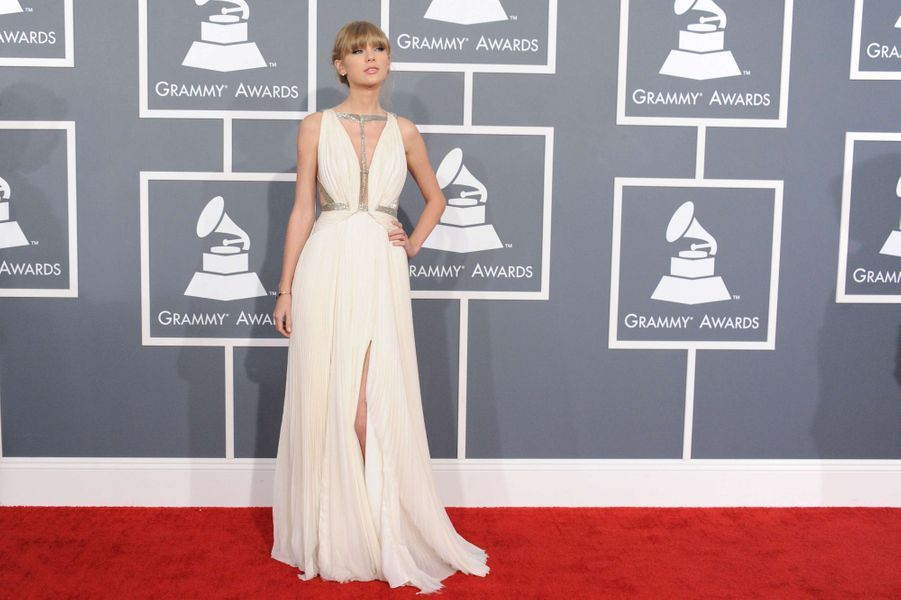 Taylor Swift en J. Mendel aux Grammy Awards, en février 2013