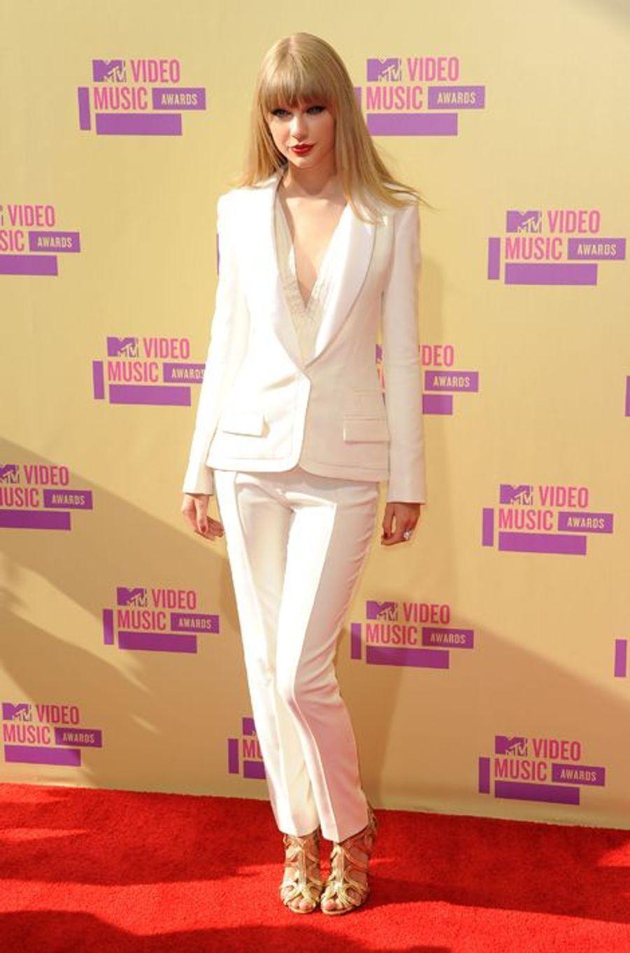 Taylor Swift en J. Mendel aux MTV Video Music Awards, en septembre 2012