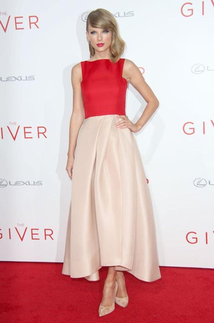 """Taylor Swift en Monique Lhuillier à la première de """"The Giver"""", en août 2014"""