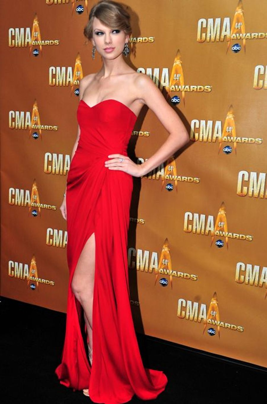 Taylor Swift en Monique Lhuillier aux Country Music Awards, en novembre 2010