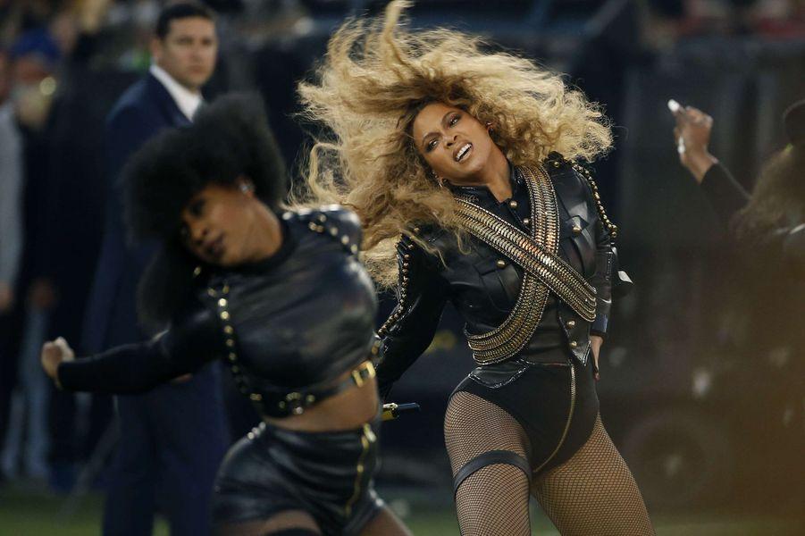 Beyoncé sur scène lors de la finale du Super Bowl à Santa Clara, le 7 février 2016
