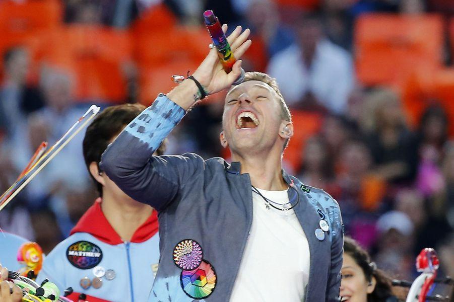 Chris Martin sur scène lors de la finale du Super Bowl à Santa Clara, le 7 février 2016