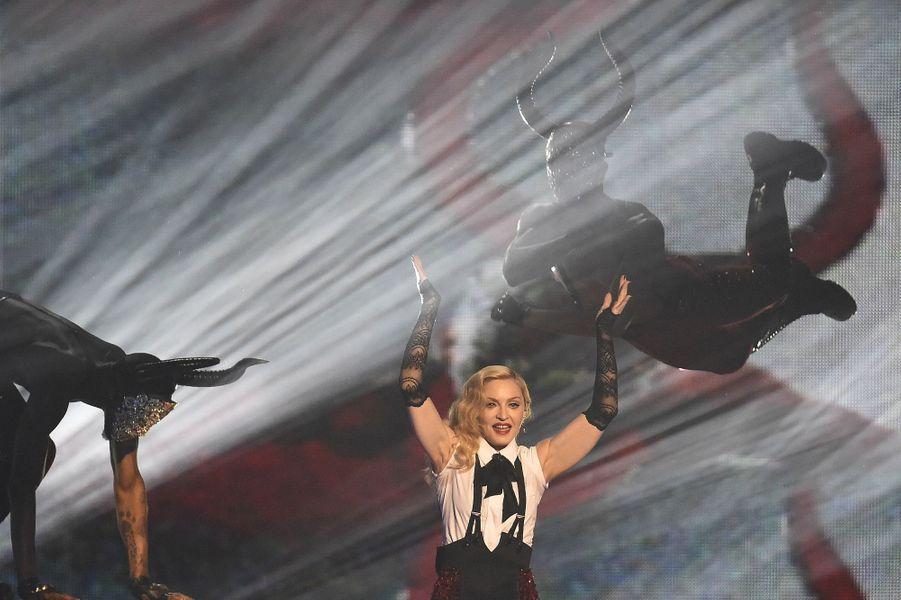 Malgré sa chute, Madonna a terminé sa performance