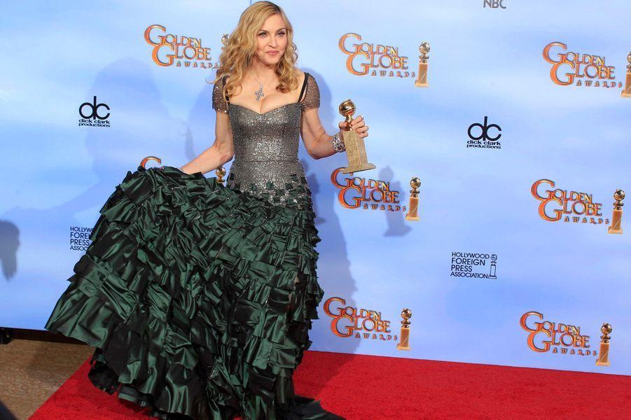 """Madonna, avec son Golden Globe pour """"Masterpiece"""", le 15 janvier 2012"""
