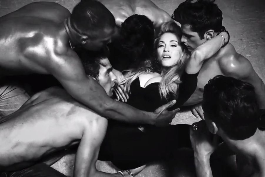 Madonna danns le clip pour l'album MDNA, le 3 avril 2012