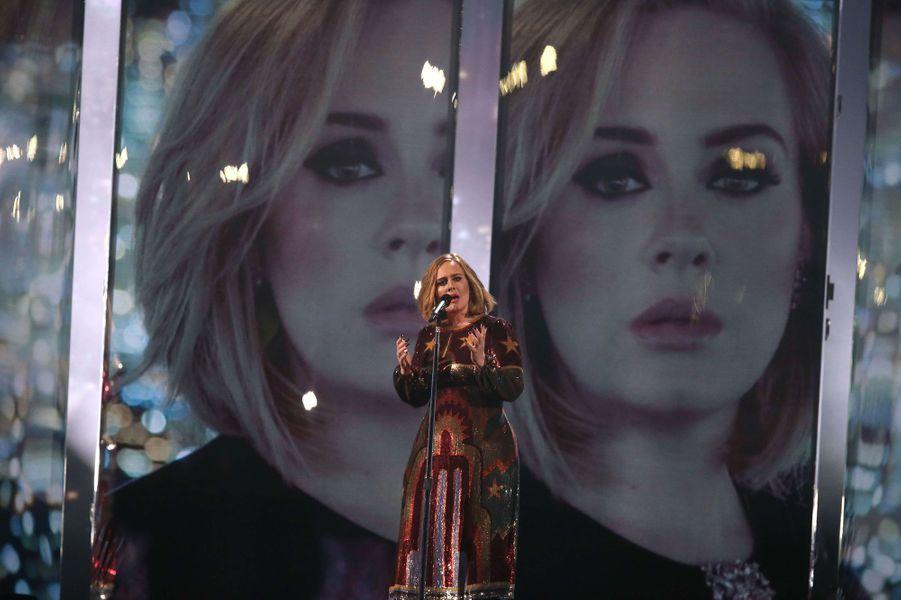 """Adele chante """"When we were young"""" aux Brit Awards 2016, le 24 février 2016"""