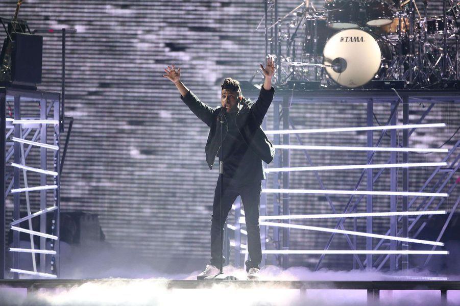 The Weeknd fait le show avec sa voix unique avant de faire la première partie de Rihanna sur le ANTI Tour