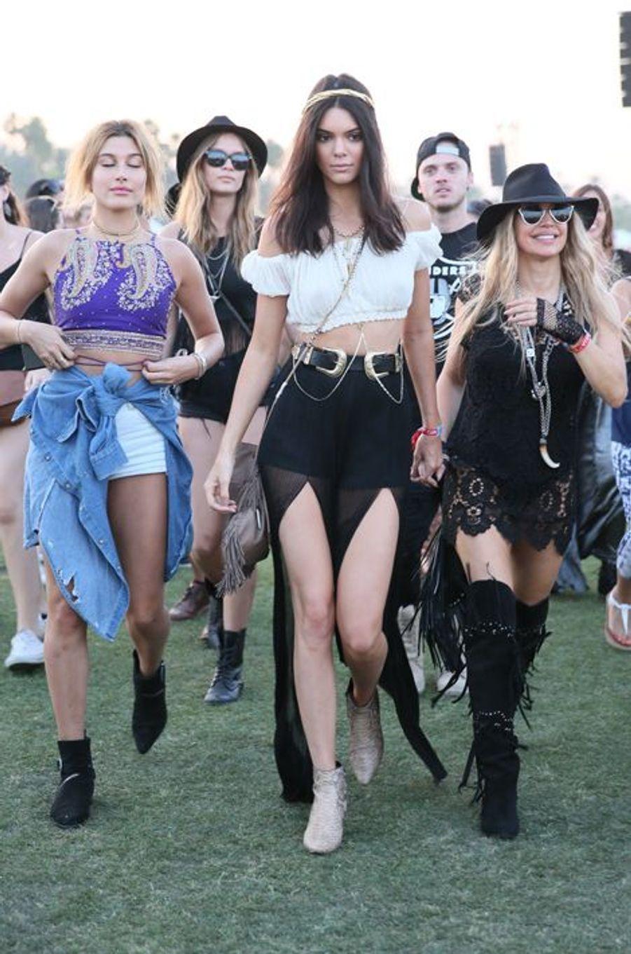 Gigi Hadid et Kendall Jenner, accompagnées de la chanteuse Fergie