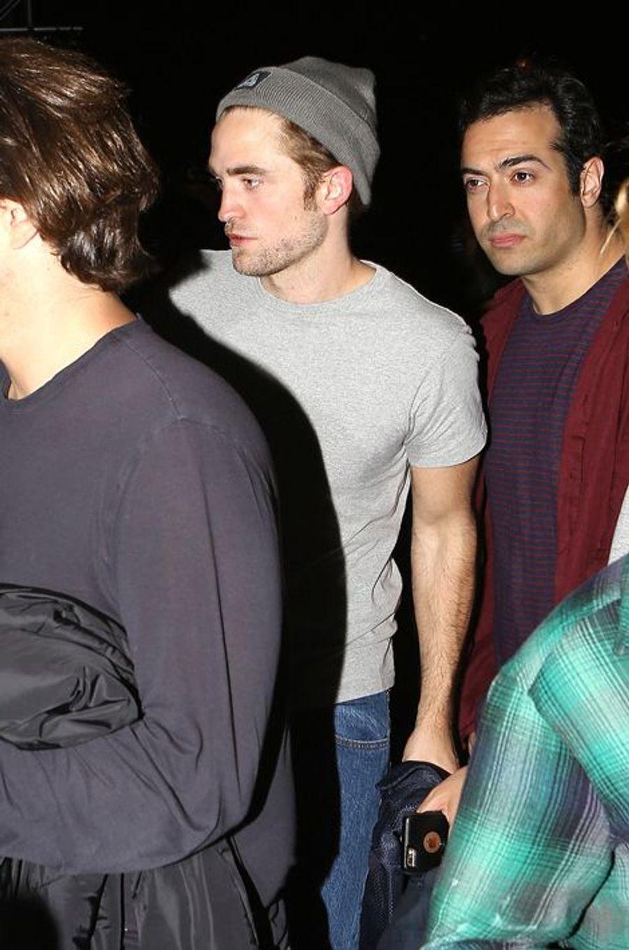 L'acteur Robert Pattinson, présent pour soutenir sa petite amie, la chanteuse FKA Twigs
