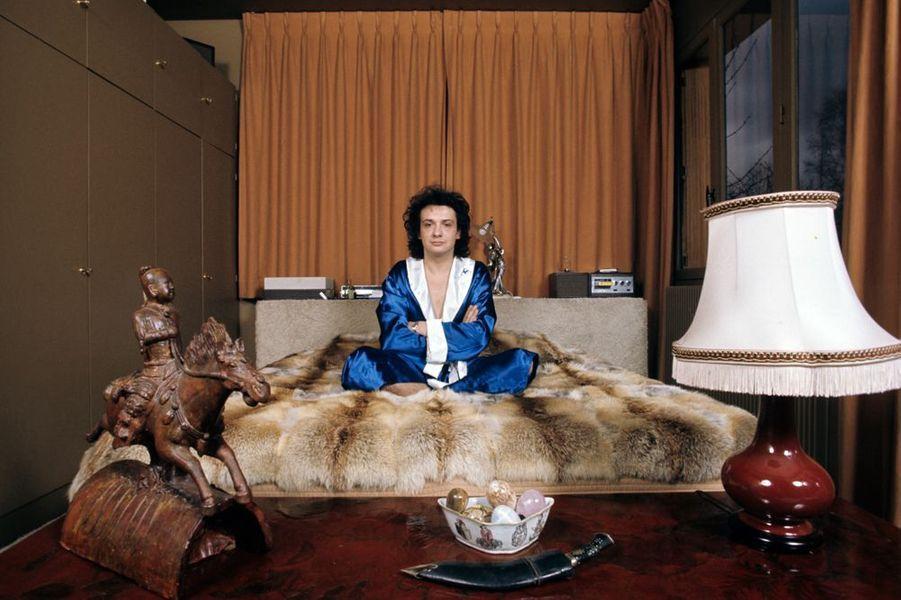Michel Sardou dans sa chambre, mars 1974