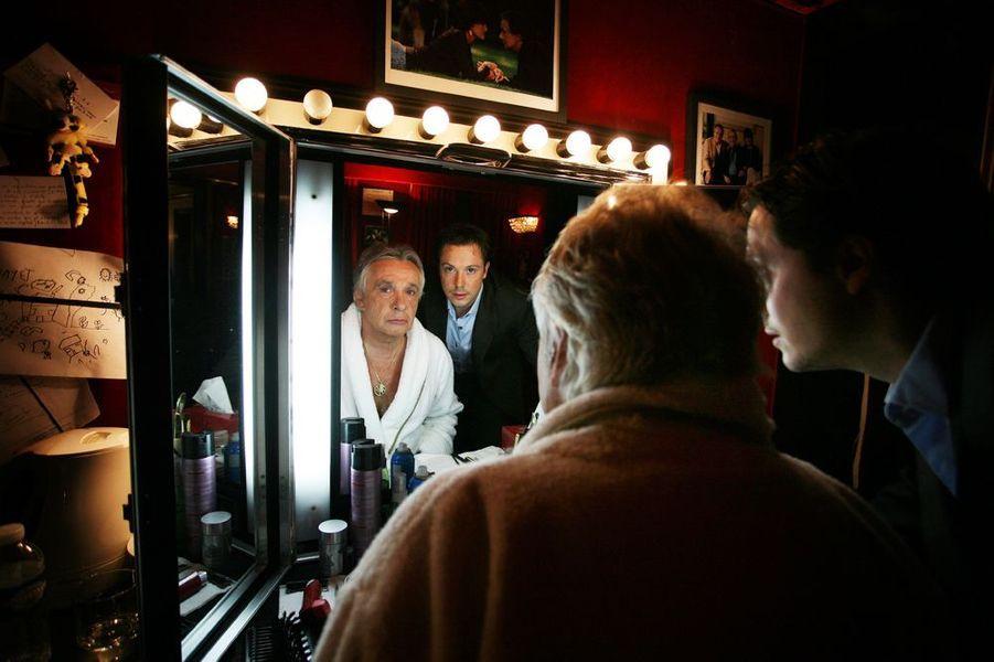 Michel Sardou en peignoir dans les coulisses du théâtre des Variétés, octobre 2008
