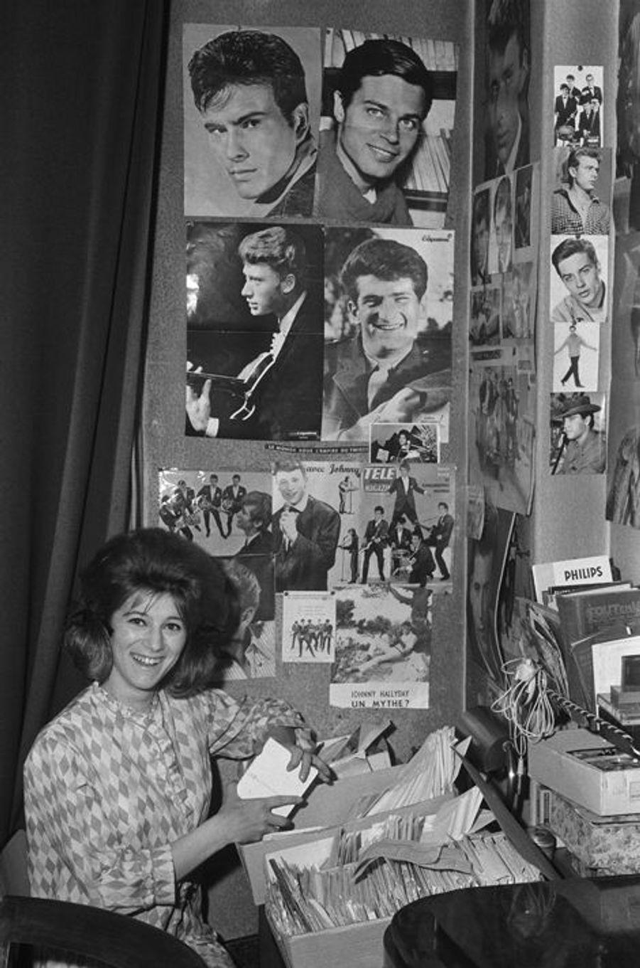 Dans son appartement situé à la Porte d'Italie, où elle habitait avec ses parents. Elle était âgé d'à peine 18 ans