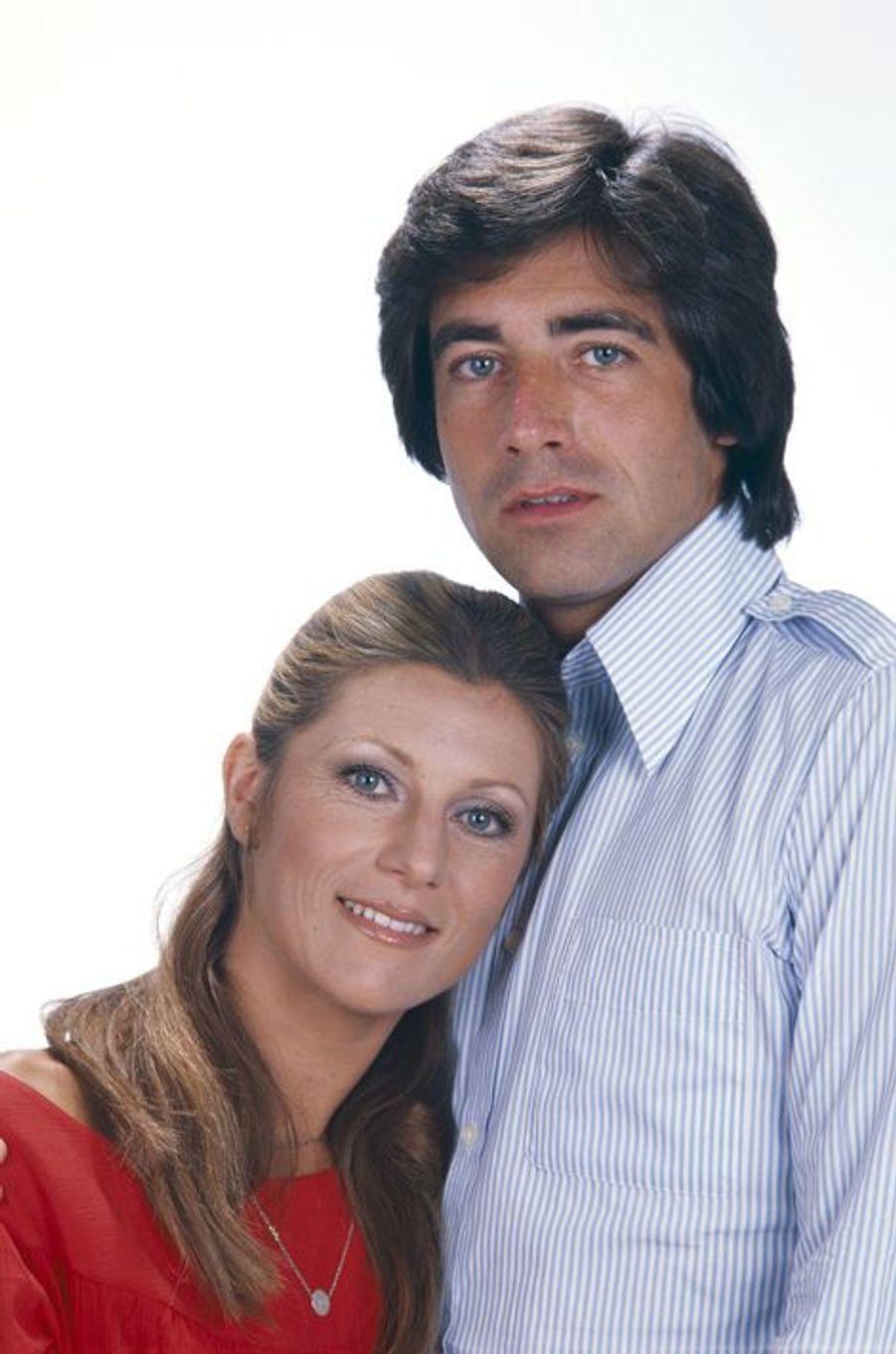 La tête posée sur son mari Ringo. Ici en 1977