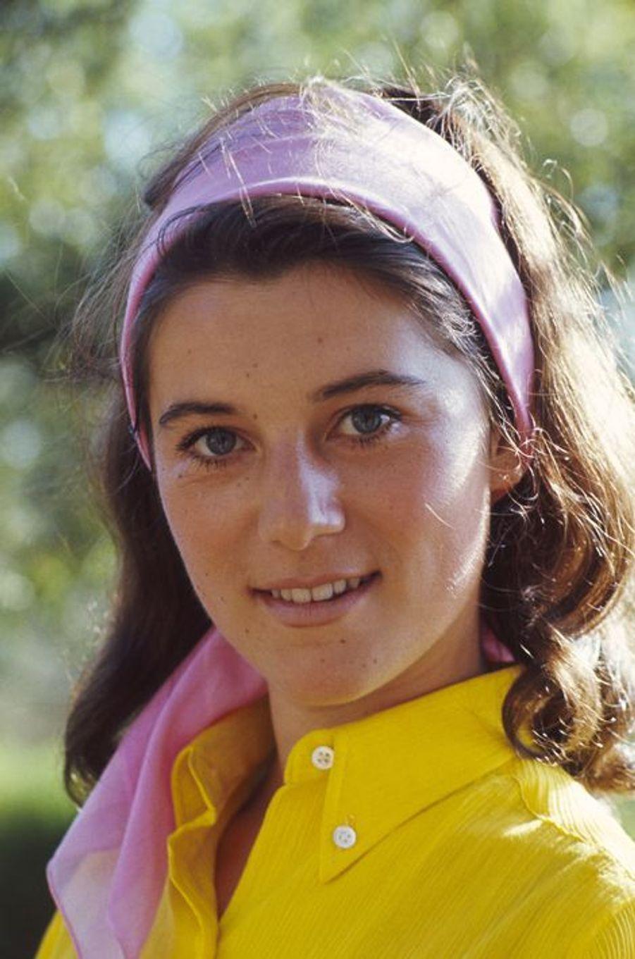 Sheila prend la pose pour Paris Match, en 1965