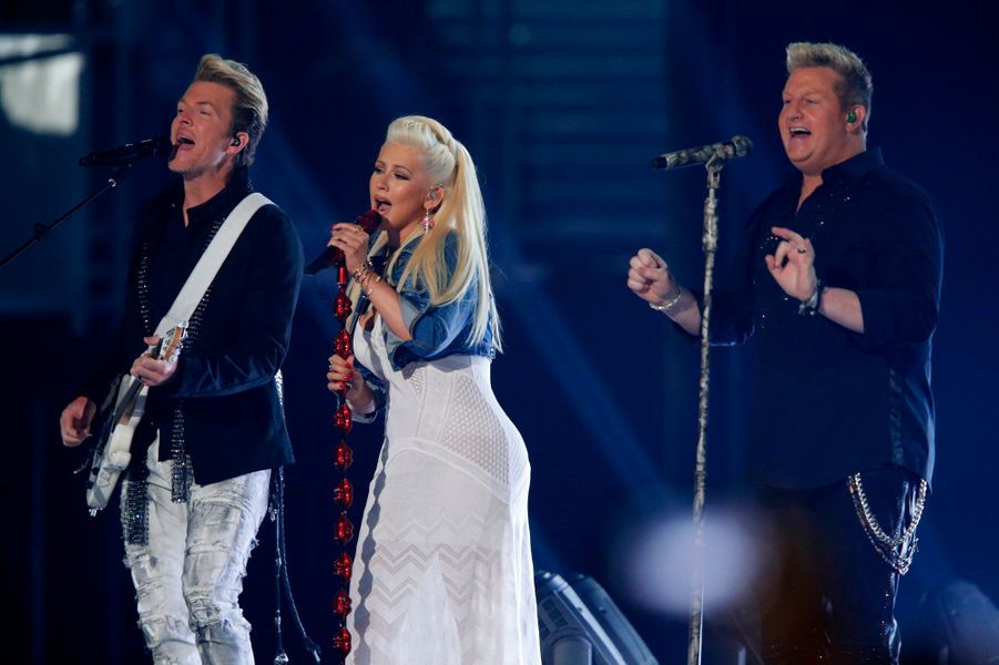 Christina Aguilera avec Joe Don Rooney et Gary LeVox de Rascal Flatts
