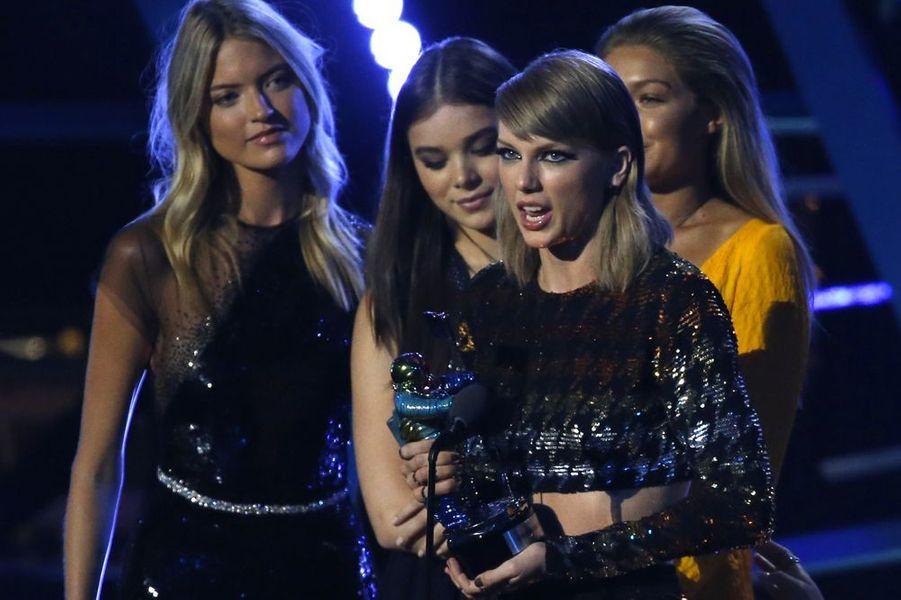 """Taylor remporte le prix le plus prestigieux des VMA : """"Video de l'année"""" pour """"Bad Blood"""""""