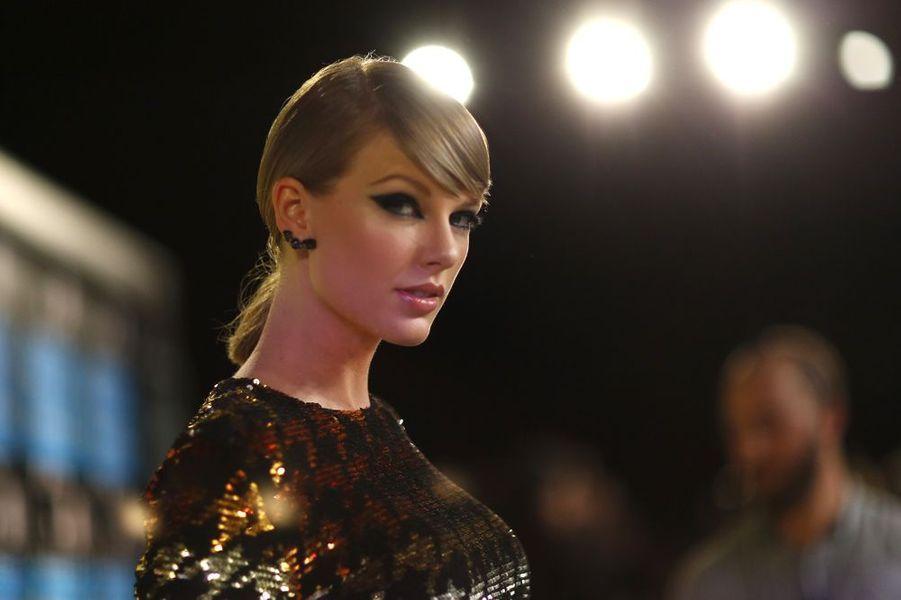 Taylor Swift, reine des MTV VMA 2015