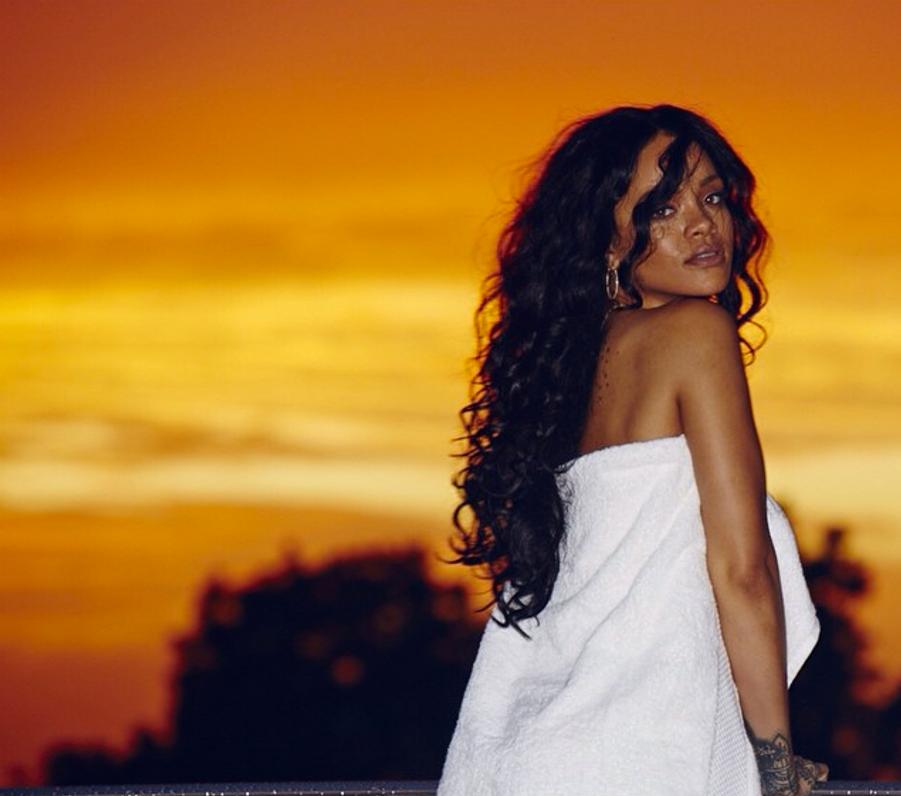 Sur Instagram, Rihanna fait monter la température