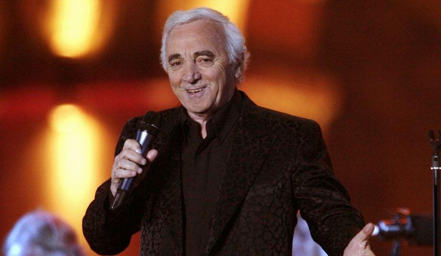 """Charles Aznavour a accepté de devenir ambassadeur de l'Arménie en Suisse. Âgé de 84 ans, le chanteur né à Paris de parents arméniens a dans un premier temps hésité. """"J'ai d'abord hésité parce que je pensais que ce n'était pas une chose facile. Puis j'ai pensé que finalement, ce qui est important pour l'Arménie doit être important pour nous tous"""", a déclaré Charles Aznavour dans une interview à la télévision arménienne. Le chanteur est ambassadeur permanent en Arménie par l'Unesco et """"héros national"""" du pays depuis 2004. Le chef de l'Etat arménien, Serge Sarkissian, lui a conféré la citoyenneté arménienne, en décembre dernier."""