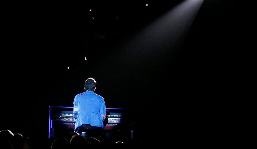 """La chanson """"Viva la Vida"""" de Coldplay a été désignée dimanche meilleur titre de l'année lors de la 51e cérémonie des Grammy Awards, qui s'est déroulée au Staples Center de Los Angeles. Etaient également en lice """"American Boy"""", interprétée et co-écrit par Estelle et Kanye West, """"Chasing Pavement"""" d'Adele, """"I'm Yours"""", de Jason Mraz et """"Love Song"""" de Sara Bareilles."""