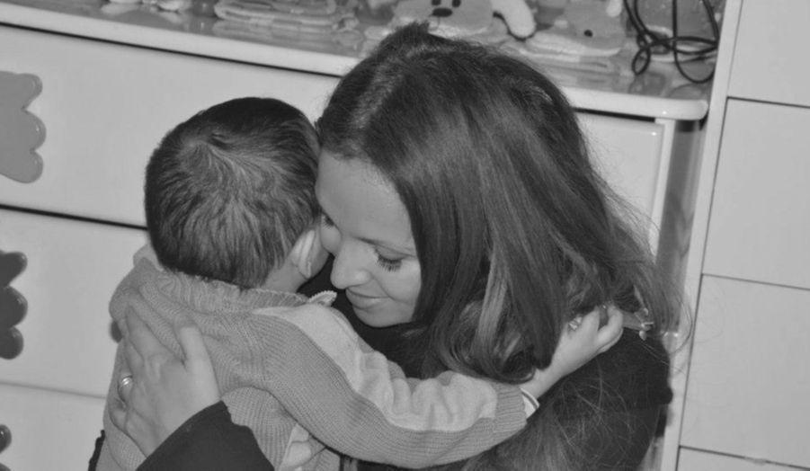 La chanteuse a posté sur son compte Facebook plusieurs photos prises lors d'une visite dans un orphelinat marocain, géré par l'association Al Ihssane, dont la marraine d'honneur n'est autre que la soeur du roi Mohammed VI, Son Altesse Royale la Princesse Lalla Hasnaâ. Toutes les informations sur l'association sont sur le site http://association-ihssane.org/index.php