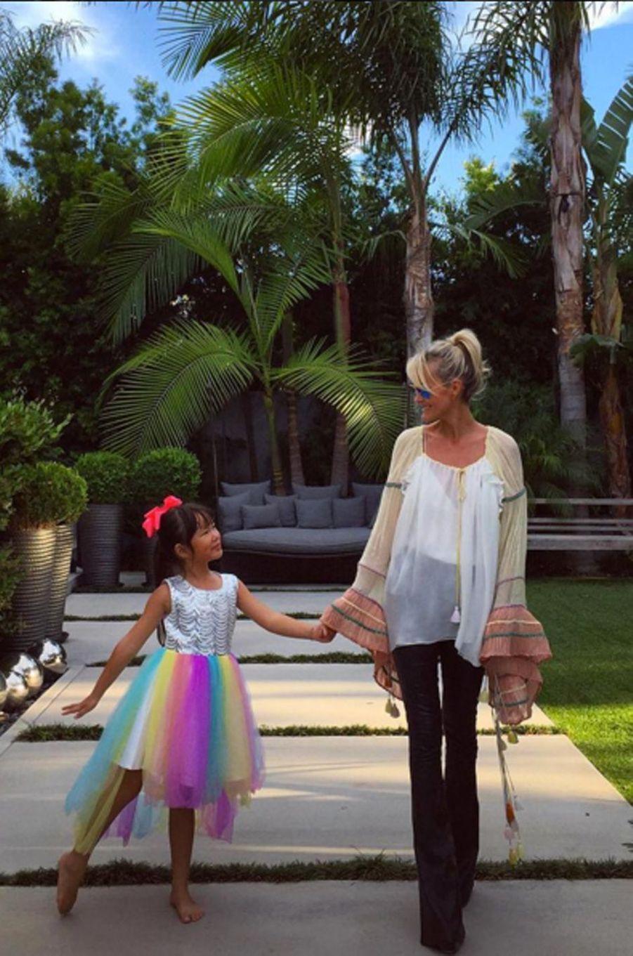 Laeticia Hallyday et sa fille Joy à Santa Monica
