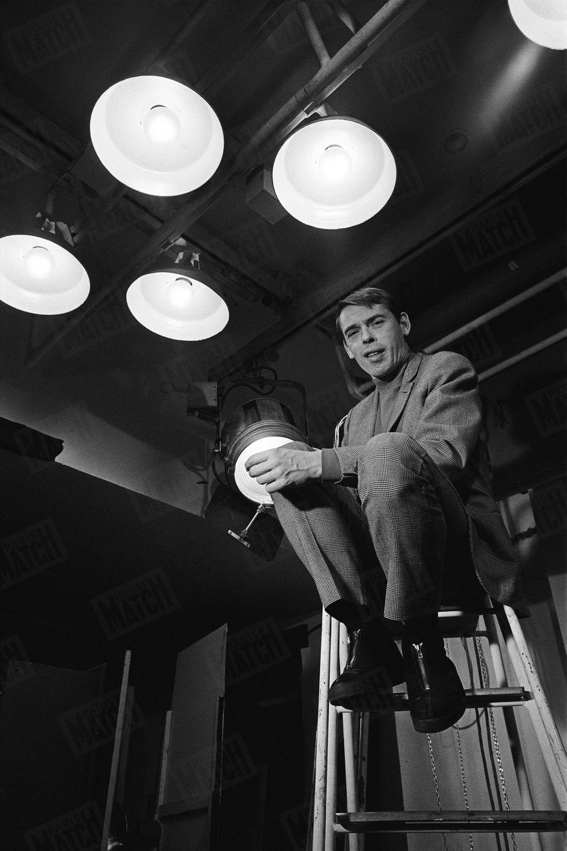 Jacques Brel pose pour Match en décembre 1967.