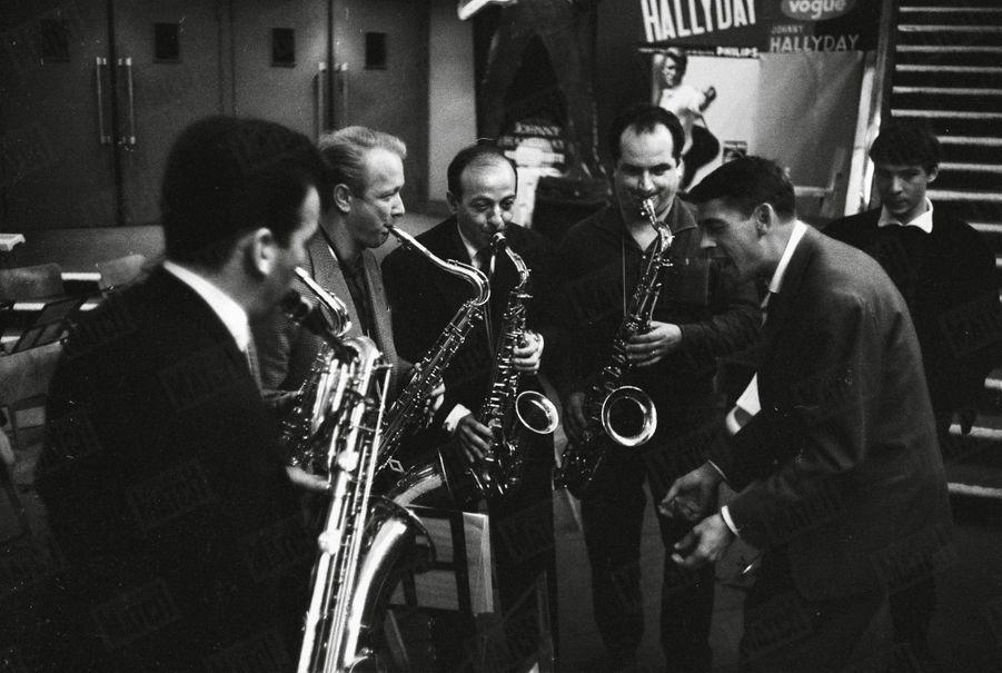 Jacques Brel et ses musiciens, dans les coulisses de l'Olympia, le 10 octobre 1961