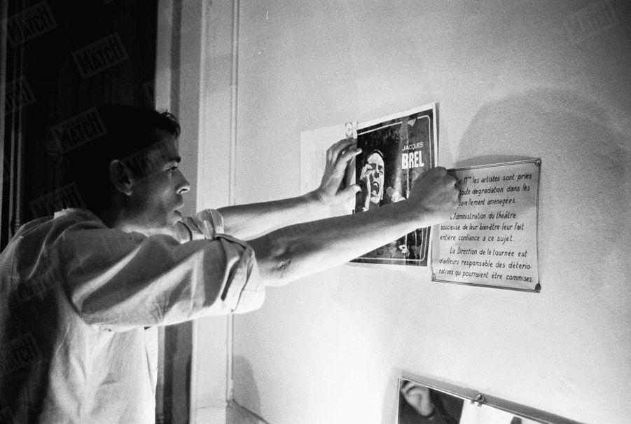Jacques Brel, lors de sa tournée d'adieux, en septembre 1966.