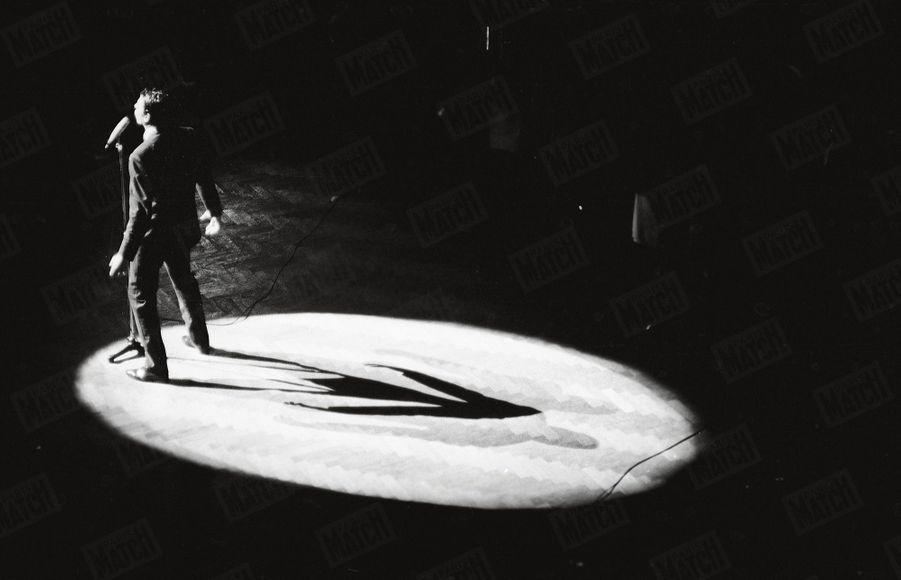 """Jacques Brel fait ses adieux à """"l'ancienne Belgique"""", au palais de Beaux-Arts de Bruxelles, le 12 novembre 1966"""