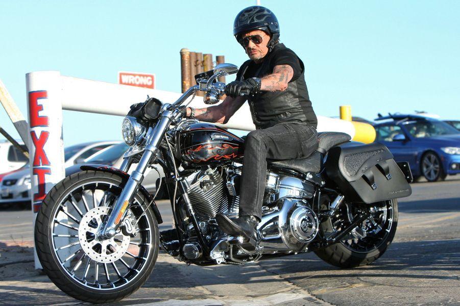 Johnny Hallyday, balade en famille et entre amis à Malibu, le 20 septembre 2014.