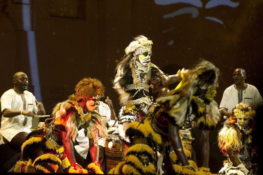 Moments forts du spectacle : la danse rituelle des lions sénégalais,