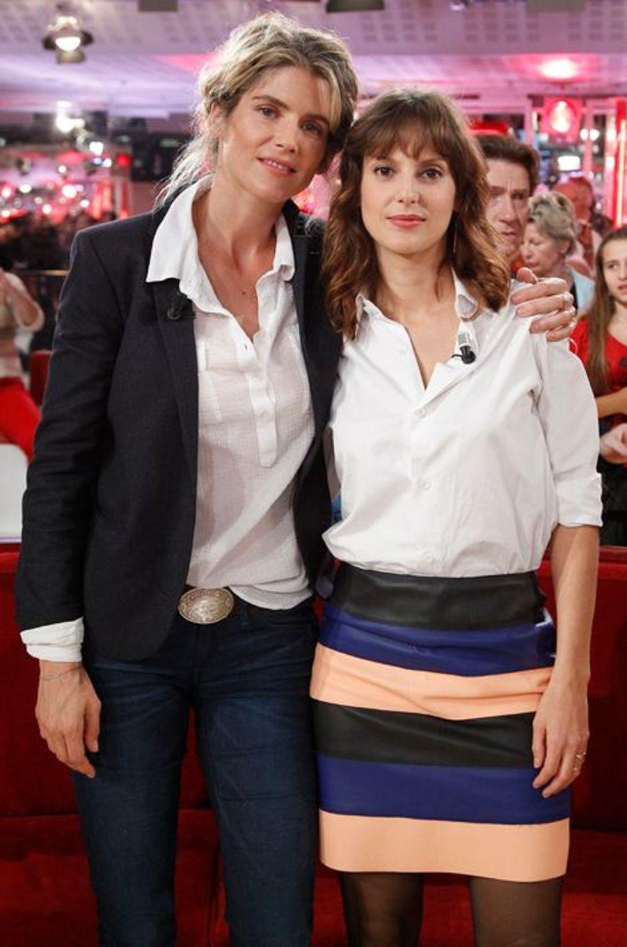 Alice Taglioni et Elodie Navarre pendant l'enregistrement de «Vivement Dimanche» Roberto Alagna à Paris, le 15 octobre 2014