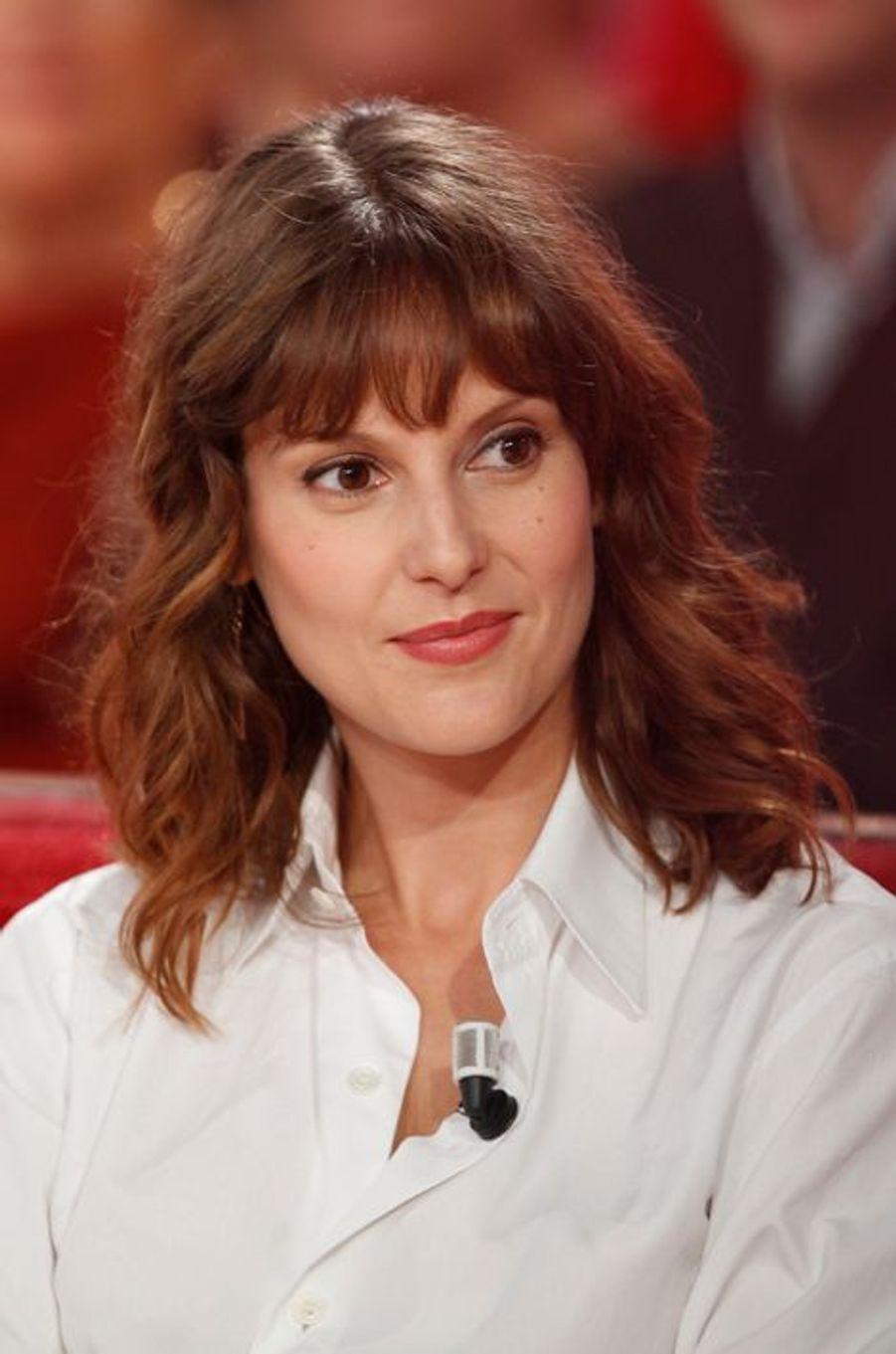 Elodie Navarre pendant l'enregistrement de «Vivement Dimanche» Roberto Alagna à Paris, le 15 octobre 2014