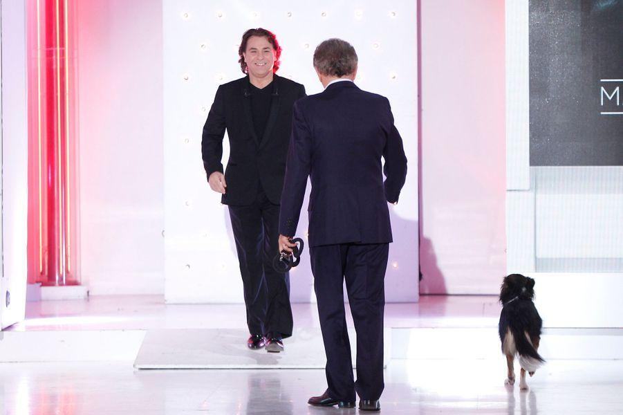 Roberto Alagna, avec Michel Drucker, sur le plateau de «Vivement Dimanche» à Paris, le 15 octobre 2014