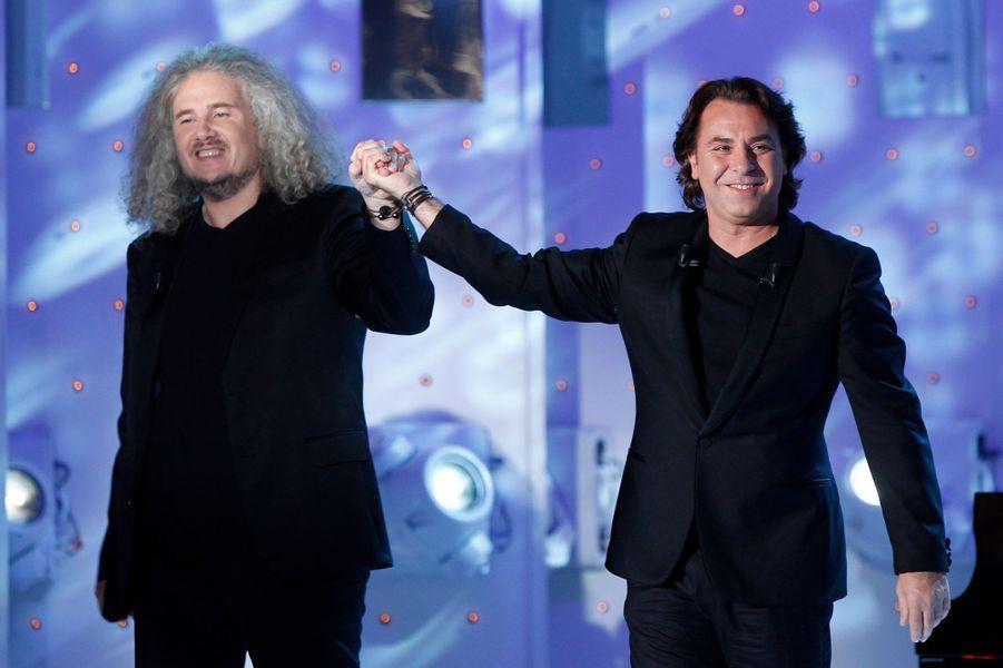 Roberto Alagna, avec Yvan Cassar, sur le plateau de «Vivement Dimanche» à Paris, le 15 octobre 2014