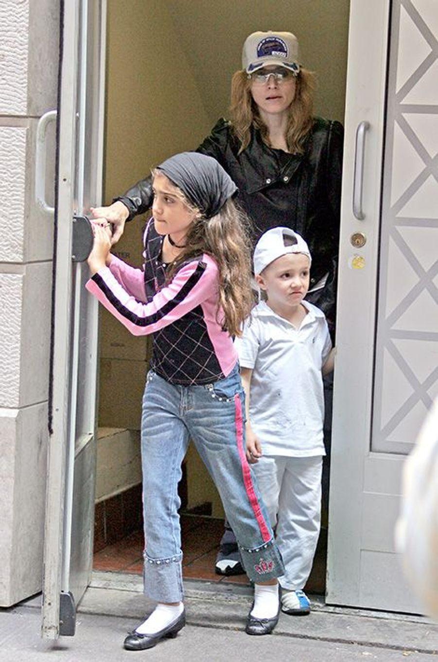 Madonna avec ses enfants, 2005