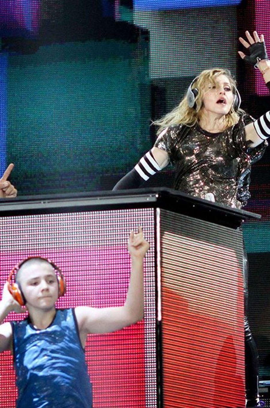 Rocco sur scène avec Madonna, à Moscou, 2012