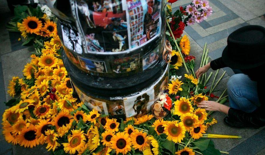 A Sofia, des fans ont déposé des tournesols et un rassemblement a eu lieu.