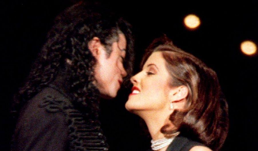 En 1994, il épouse Lisa-Marie Presley, la fille du King. Le couple se sépare deux ans plus tard.
