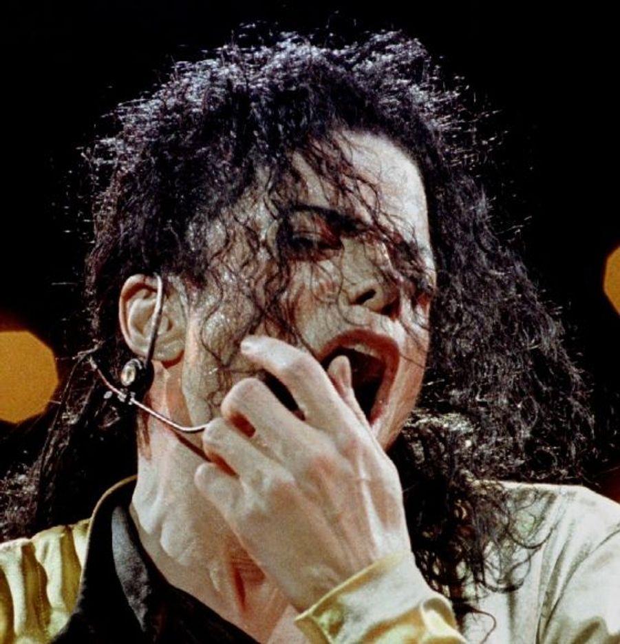 Toujours dans le cadre de sa tournée Dangerous, Michael Jackson est cette fois à Bangkok, en août 93.
