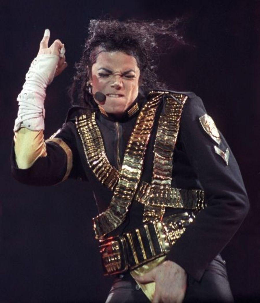 Michael Jackson à Sao Polo, dans le cadre de sa tournée mondiale pour promouvoir son album Dangerous, sorti en 91. Il s'écoulera à plus de 30 millions d'exemplaires.
