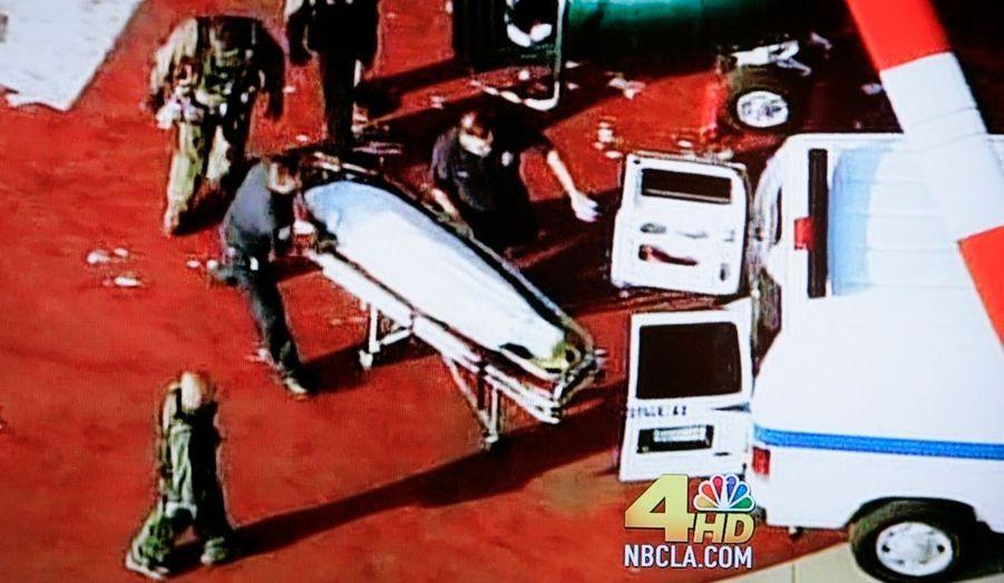 Vers 15h20 (23h20 en France), Tmz.com et le Los Angeles Times annoncent que Michael Jackson est dans le coma. Qu'il ne respirait plus à l'arrivée des pompiers à son domicile. Puis les informations contradictoires se succèdent, les uns le disant mort, d'autres pas, jusqu'à 15h32, quand son frère confirme la mort de Jacko.