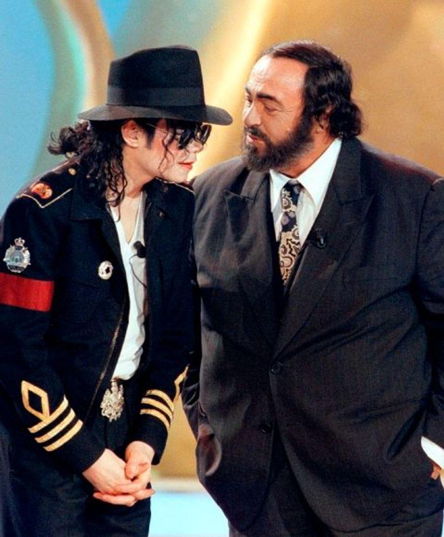 Ici avec Luciano Pavarotti à Milan.