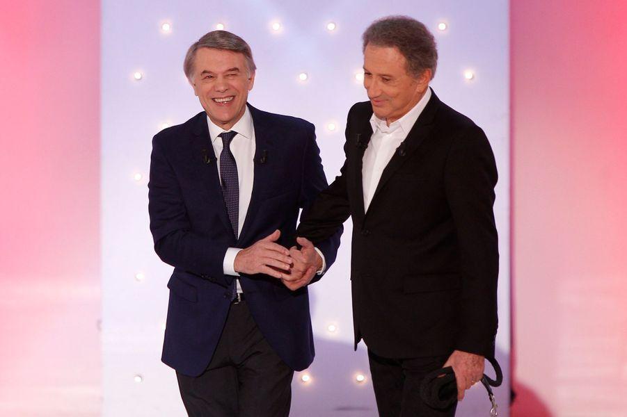"""Salvatore Adamo et Michel Drucker pendant l'enregistrement de """"Vivement Dimanche"""", le 5 novembre 2014"""