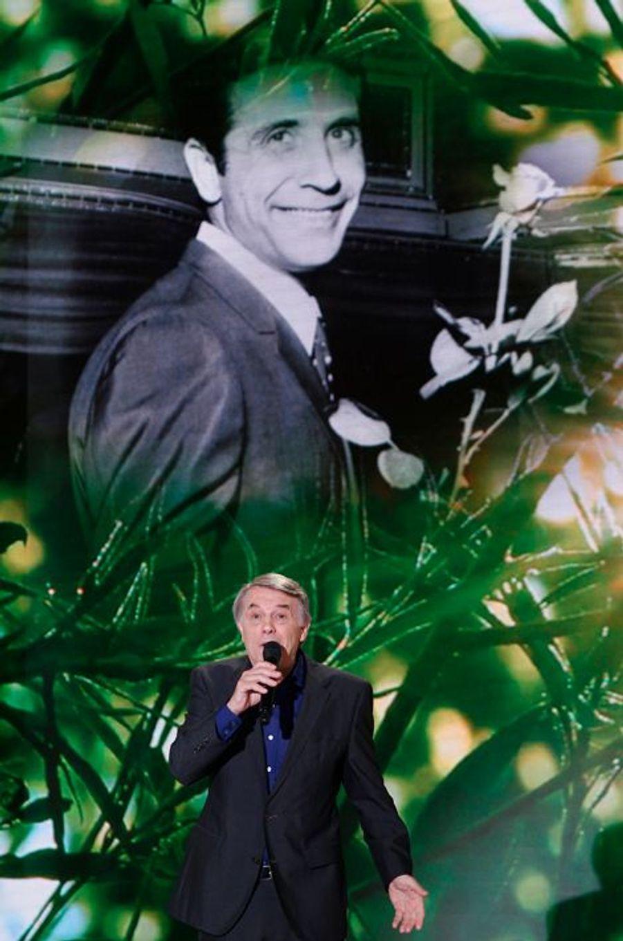 """Salvatore Adamo pendant l'enregistrement de """"Vivement Dimanche"""", le 5 novembre 2014"""