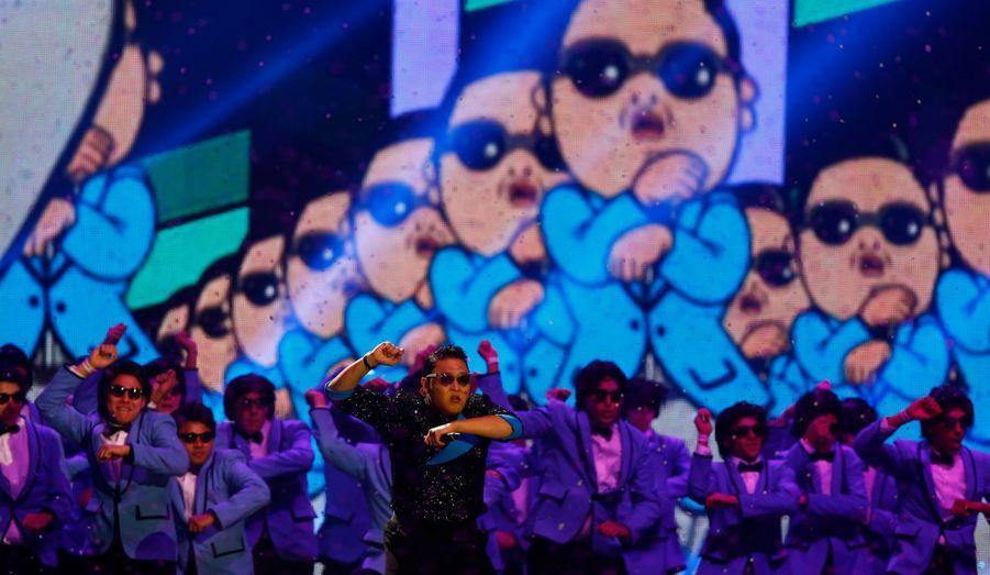Le Sud-coréen Psy a mis le feu au Festhalle avec son Gangnam Style, et est reparti avec le trophée du Meilleur clip.